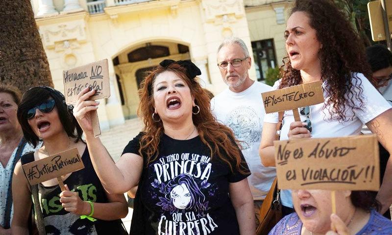 عدالت نے ملزمان پر 'ریپ' کے بجائے معمولی جنسی ہراسانی کے الزامات عائد کیے—فوٹو: شٹر اسٹاک