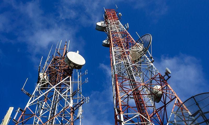 35 ہزار ٹاورز میں سے 40 فیصد صرف 300 میٹر کے فاصلے پر نصب ہیں —فائل فوٹو: ڈان نیوز