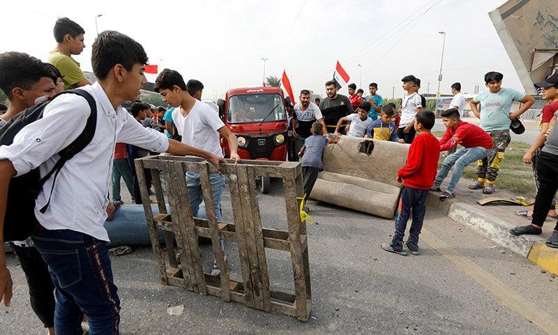 عراق میں حکومت مخالف سول نافرمانی کی مہم، سرکاری دفاتر بند