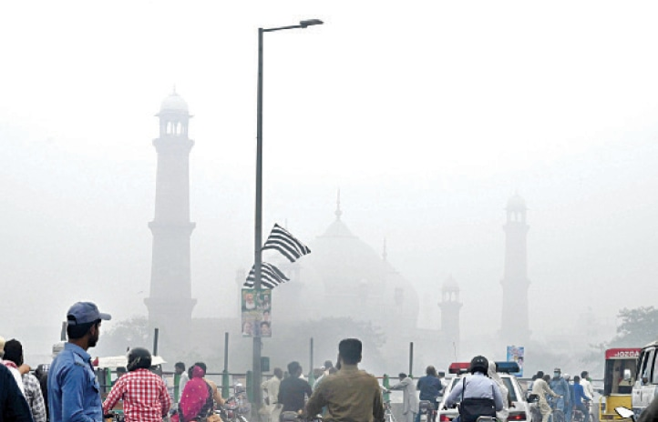 Smog blankets the Badshahi mosque on Sunday. — White Star