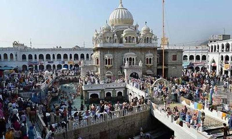 1100بھارتی سکھ یاتریوں کی پاکستان میں گردوارہ پنجہ صاحب آمد