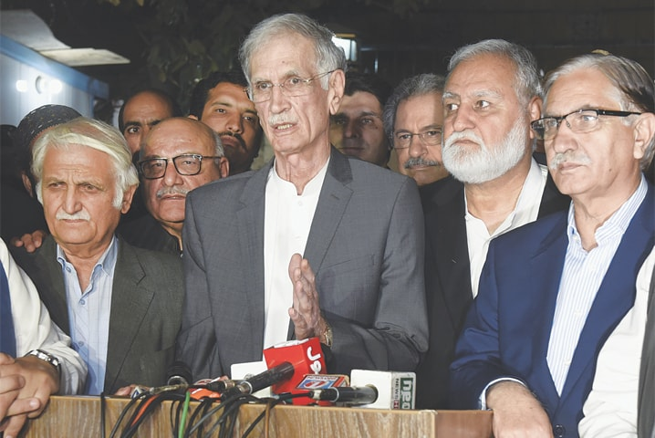 Govt, opposition begin talks to end political crisis