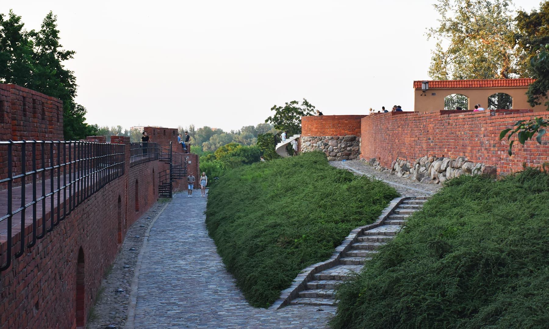 اولڈ ٹاؤن کی دیوار کا نظارہ