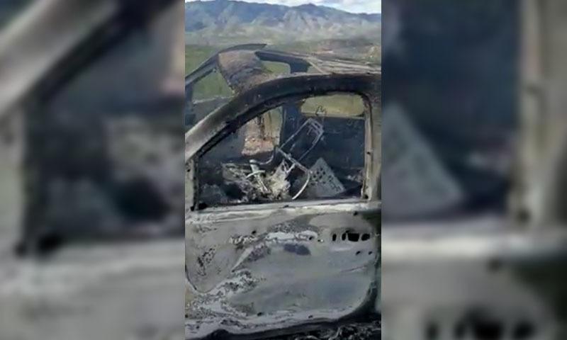 واقعے میں امریکی شہریوں کی گاڑی پوری طرح سے تباہ ہوگئی — فوٹو: رائٹرز