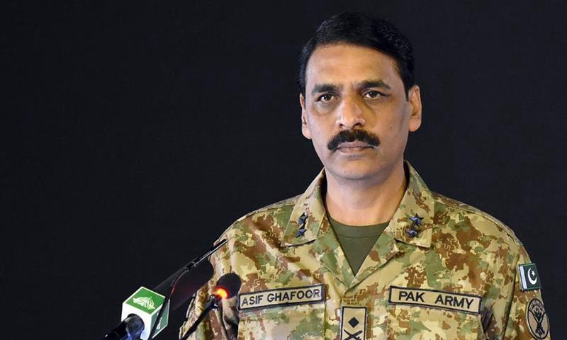 حکومت اگر الیکشن میں نہیں بلائے گی تو فوج نہیں جائے گی، میجر جنرل آصف غفور — فائل فوٹو: آئی ایس پی آر