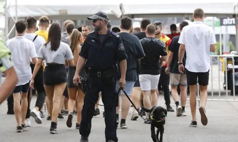 پولیس اہلکاروں پر ان افراد کی تلاشی لینے کا بھی الزام ہے جن کی کتے نشاندہی نہیں کرتے—فوٹو: نیوز کارپس آسٹریلیا