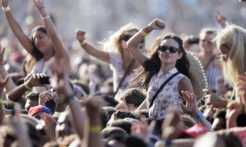 عام طور پر ڈانس پارٹیوں اور فیسٹیول میں شرکت کرنے والی لڑکیوں کی شک کی بنیاد پر تلاشی لی جاتی ہے—فوٹو: ایوا رنالڈی