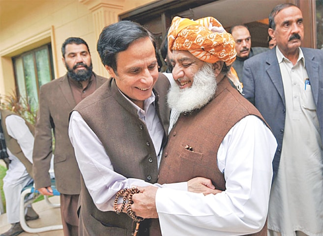 ISLAMABAD: Punjab Assembly Speaker Chaudhry Pervaiz Elahi meets JUl-F chief Maulana Fazlur Rehman on Thursday.—INP