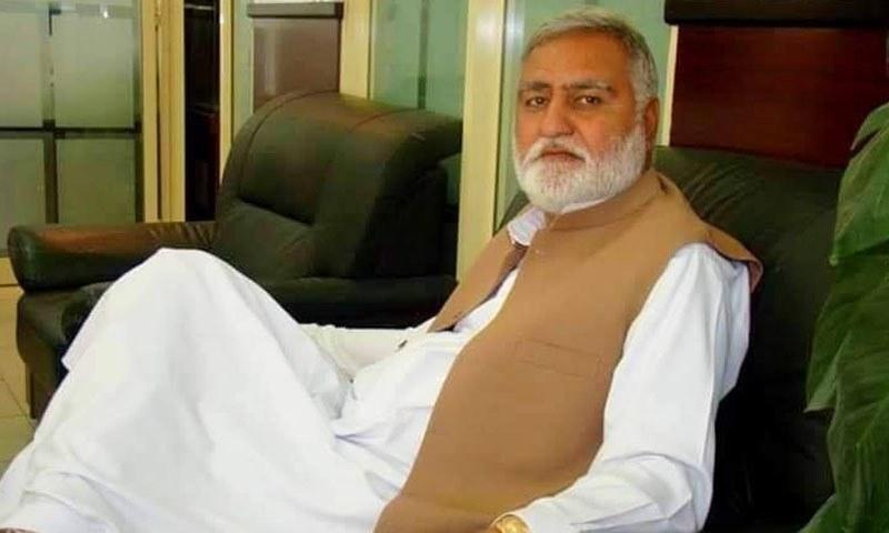 اکرم درانی پاکستان مسلم لیگ (ن) کے دورِ حکومت میں وزیر ہاؤسنگ کے عہدے پر تعینات تھے —فائل فوٹو: فیس بک