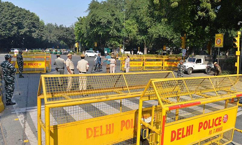 اہم ترین اور متنازع ترین فیصلے کے پیشِ نظر نئی دہلی میں سیکیورٹی انتہائی سخت رکھی گئی—تصویر: اے پی