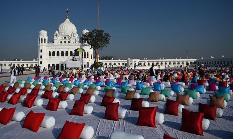 سکھ یاتریوں کو پاسپورٹ اور 20 ڈالر فیس کی ادائیگی سے استثنی حاصل تھا— فوٹو: اےایف پی