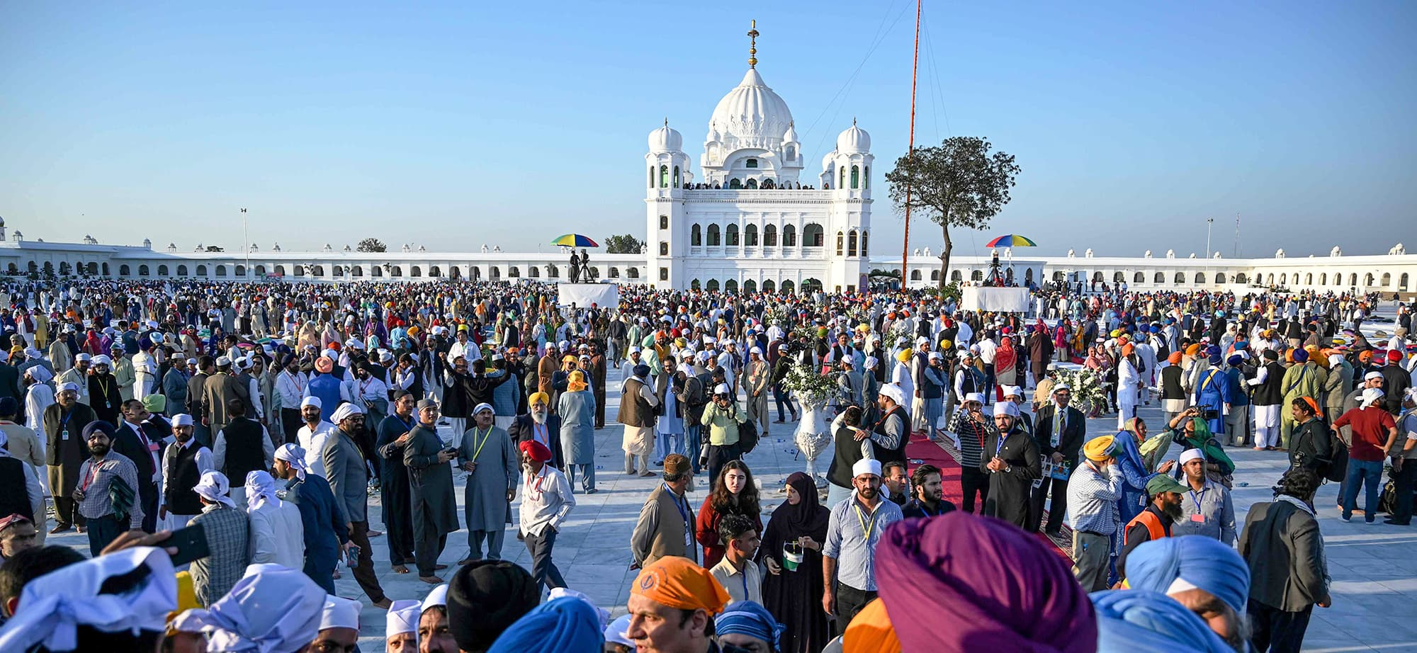 Sikh pilgrims visit the Shrine of Baba Guru Nanak Dev at Gurdwara Darbar Sahib in Kartarpur, near the Indian border, on November 9, 2019. - Hundreds of Indian Sikhs made a historic pilgrimage to Pakistan on November 9, crossing through a white gate to reach one of their religion's holiest sites, after a landmark deal between the two countries separated by the 1947 partition of the subcontinent. (Photo by AAMIR QURESHI / AFP) — AFP or licensors