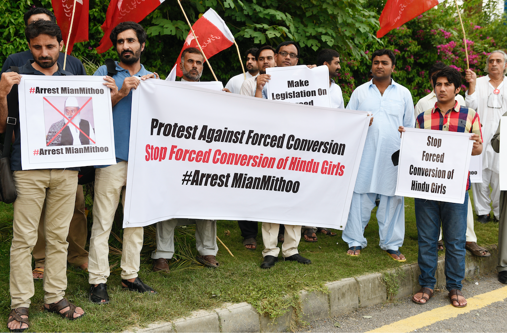 Representatives of the Hindu community and civil society protest against forced conversions and marriage | Tanveer Shahzad/White Star