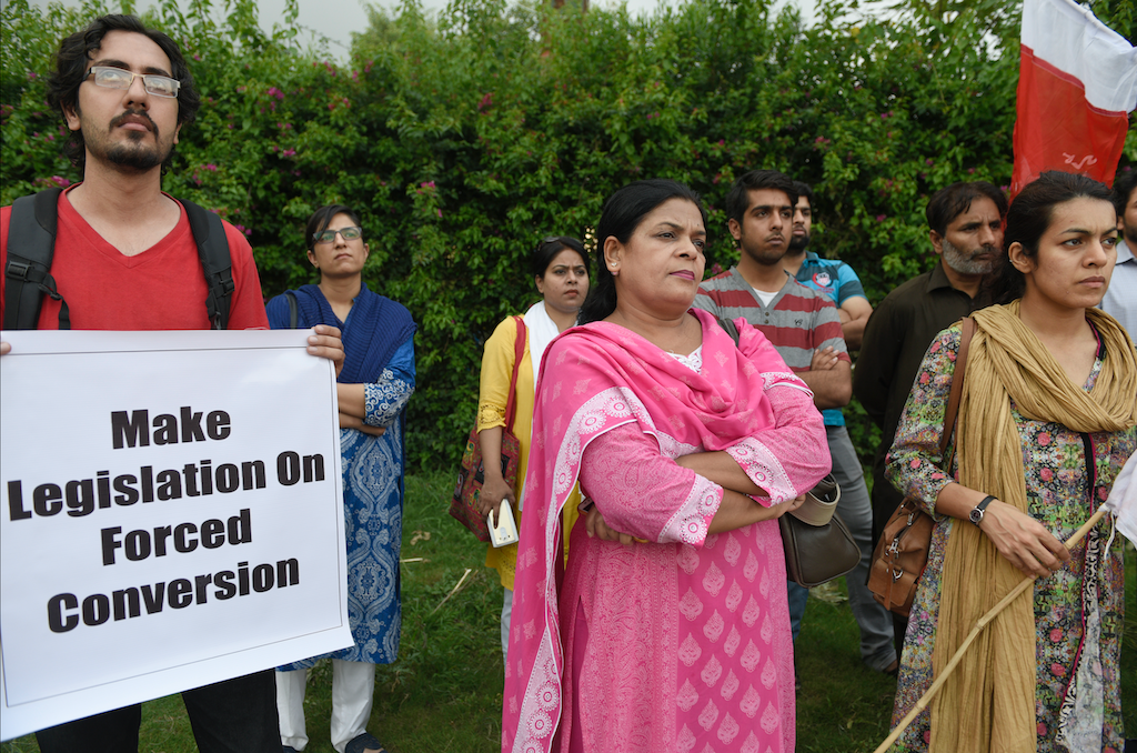 Hindu minority and civil society protest against forced conversion marriages in front of the National Press Club in Islamabad, 2016 | Tanveer Shahzad/White Star