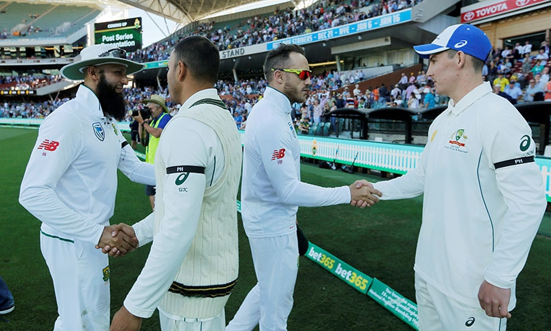 South African players Hashim Amla (L) and captain Faf du Plessis (2nd R) shake hands with Australian's Usman Khawaja (2nd L) and Nic Maddinson at the end of play on the fourth day of the Third Test cricket match. — Reuters/File