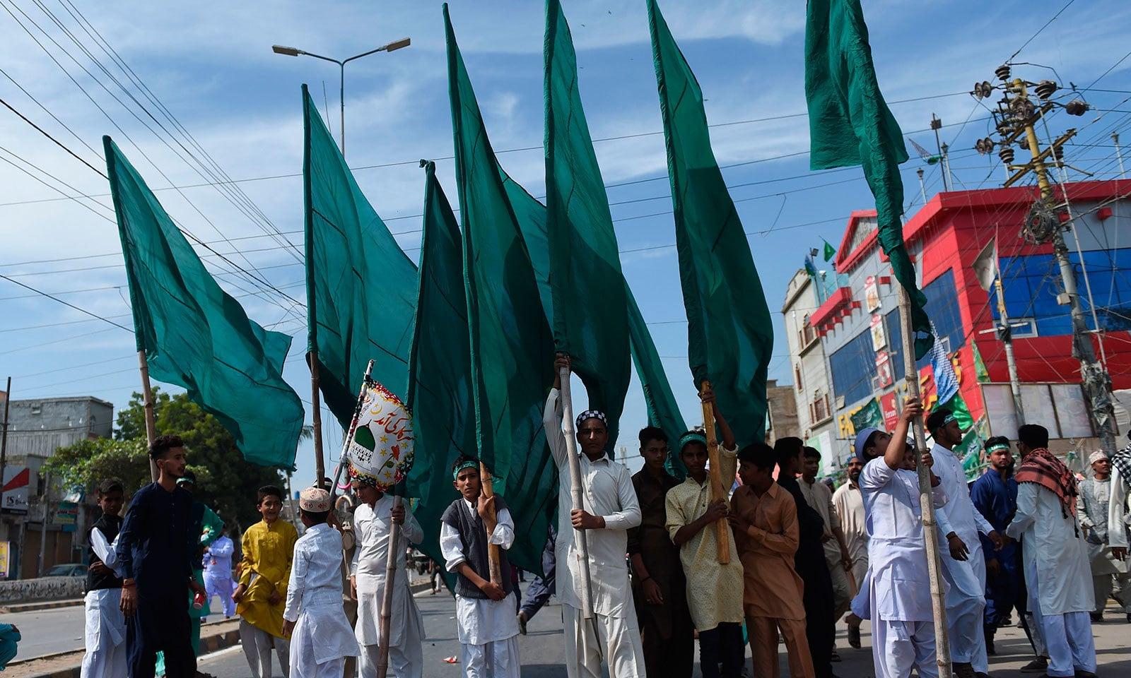 کراچی میں مرکزی جلوس میمن مسجد سے شروع ہوا—فوٹو:اے ایف پی