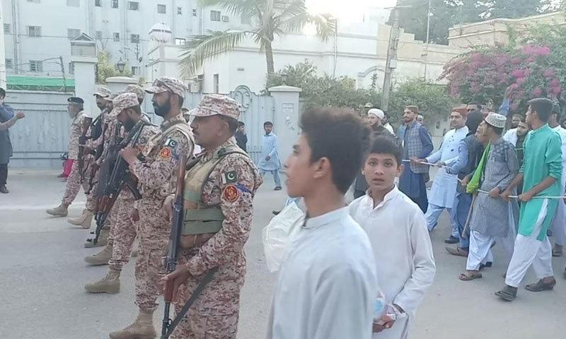 کراچی میں رینجرز اور پولیس کی جانب سے سیکیورٹی کے اقدامات کیے گئے—فوٹو:رینجرز