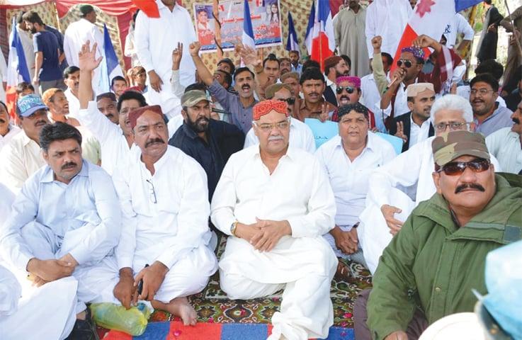 LARKANA: Sindh Taraqqi-pasand Party chairman Dr Qadir Magsi sits at a camp set up outside Jinnahbagh on Monday to seek justice in the Nimrita death case.—PPI