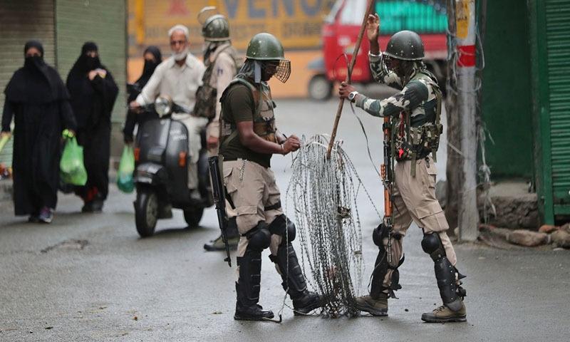 بھارت کا یومِ آزادی پاکستان میں یوم سیاہ کے طور پر منایا گیا—تصویر: اے ایف پی