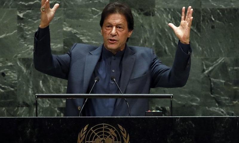 وزیراعظم عمران خان نے اقوامِ متحدہ کے اجلاس میں مسئلہ کشمیر پر خطاب کر رہے ہیں—تصویر: اے پی