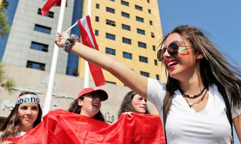 مظاہروں میں نوجوان بھی بڑی تعداد میں شامل ہو رہے ہیں—فوٹو: اے ایف پی