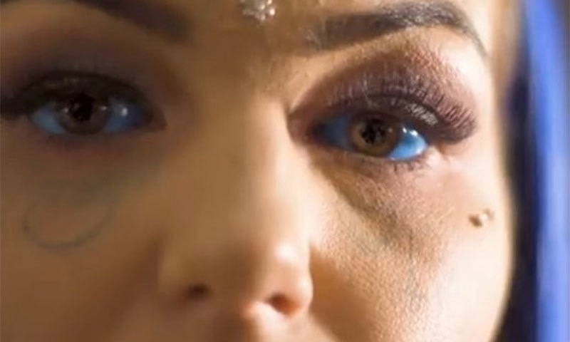 آنکھوں میں ٹیٹو بنوانے پر خاتون 3 ہفتے کے لیے نابینا ہوگئی