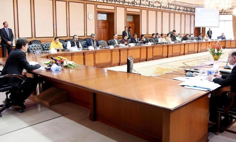 وزیر اعظم عمران خان کابینہ اجلاس کی صدارت کر رہے ہیں — فوٹو: پی آئی ڈی