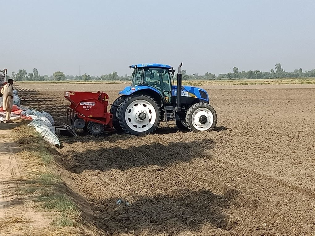 A mulcher is attached to a tractor to mix stubble into the soil. It is an alternative for disposing of stubble without burning — *Image by Tahir Wattoo at Mian Ahmed Yar Farms, Pakpattan*