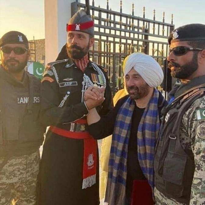 The actor also met and took pictures with Pakistan Rangers during his visit.