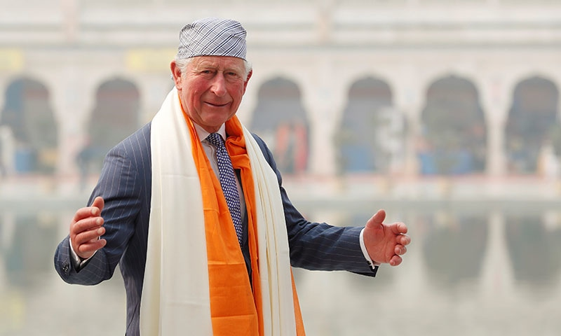 Delhi smog hits 'emergency' levels as Prince Charles visits