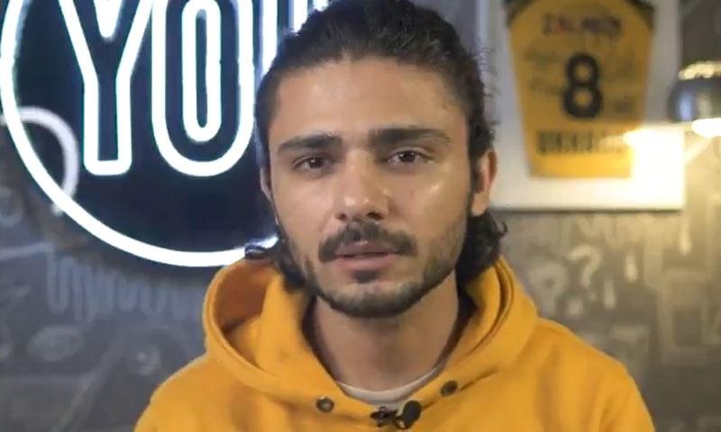 یوخانو نے اپنی ویڈیو میں اپنا مؤقف پیش کیا — فوٹو/ یوٹیوب