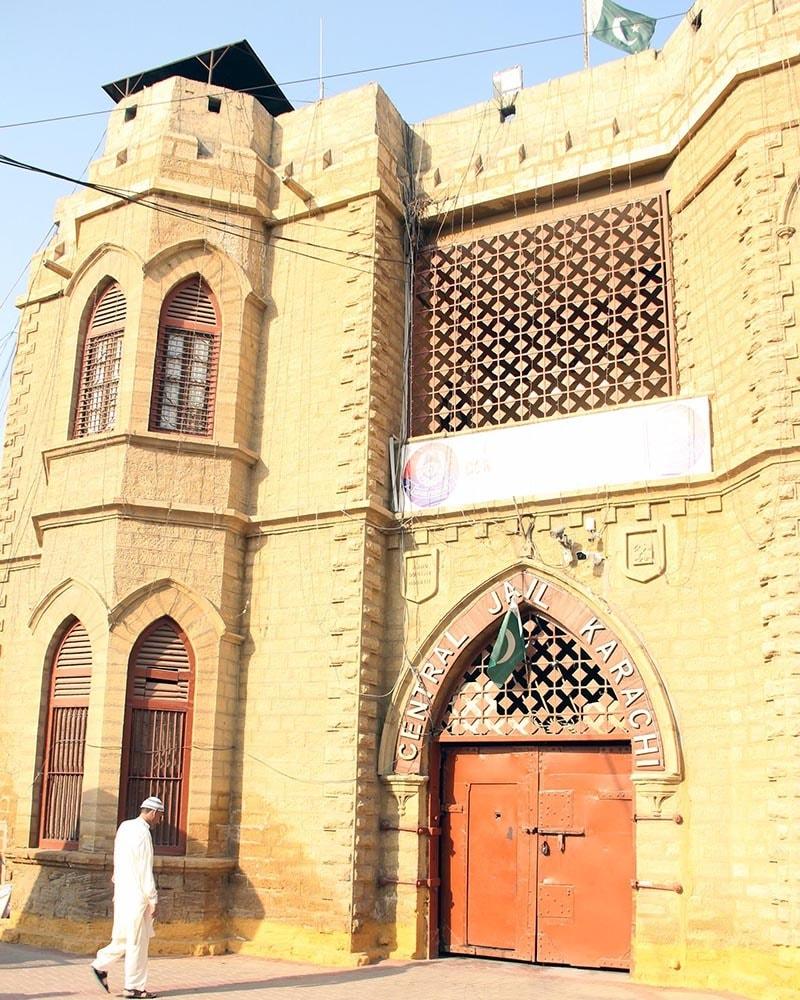 کراچی سینٹرل جیل کا داخلی دروازہ—اعجاز کورائی