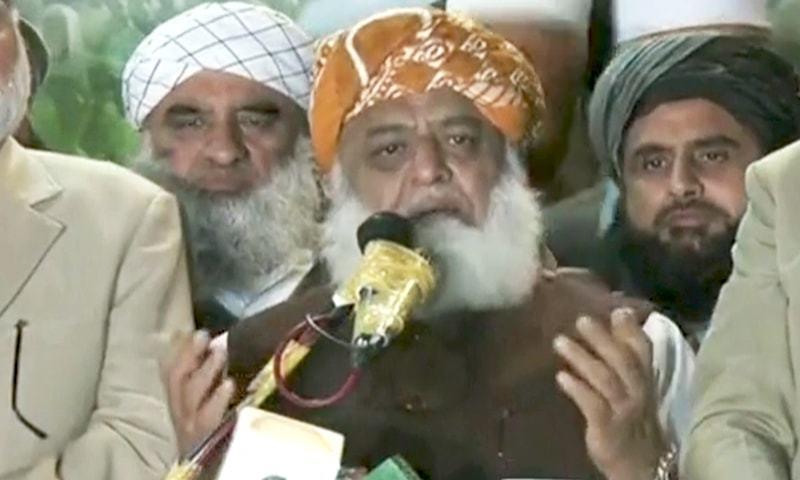 ہم پاکستان کو نہ افغانستان بنانا چاہتے، نہ عراق اور نہ لیبیا بنانا چاہتے ہیں، مولانا فضل الرحمٰن — فوٹو: ڈان نیوز