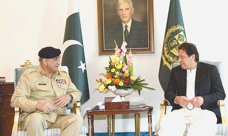 ISLAMABAD: Prime Minister Imran Khan speaks to Chief of the Army Staff Gen Qamar Javed Bajwa who called on him on Friday.—APP