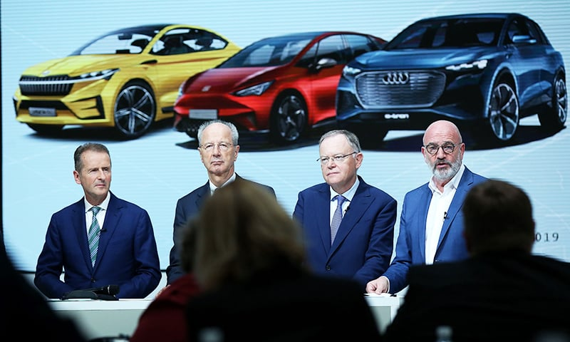 (L-R) Volkswagen (VW) CEO Herbert Diess, VW supervisory board chairman of Hans Dieter Poetsch and Aufsichtsratschef Hans Dieter Poetsch, Lower Saxony's State Premier, Stephan Weil and Bernd Osterloh, Chairman of VW Works council address a press conference following a supervisory board meeting at the company's headquarters in Wolfsburg on November 15, 2019. — AFP