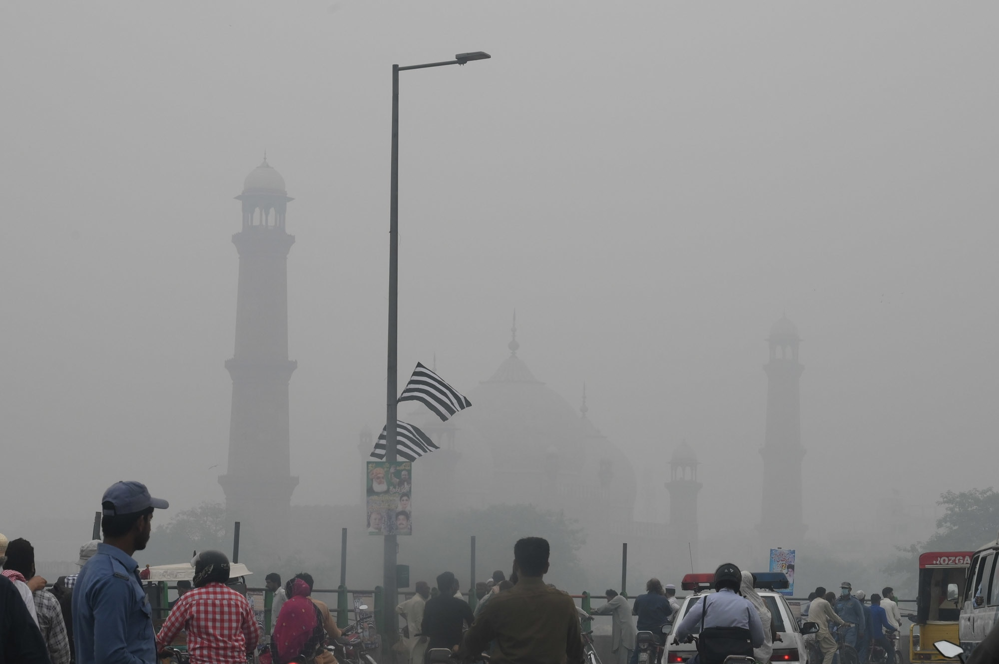 Lahore's famous Badshahi Mosque is obscured from view because of smog | M. Arif/White Star