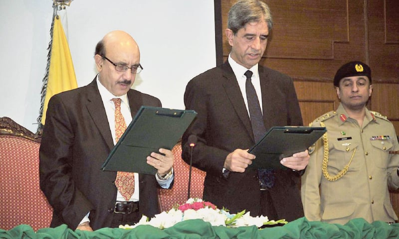 AJK President Sardar Masood Khan (left) administering the oath to Justice Azhar Saleem Babar as acting Chief Justice of the AJK High Court on Saturday.— APP