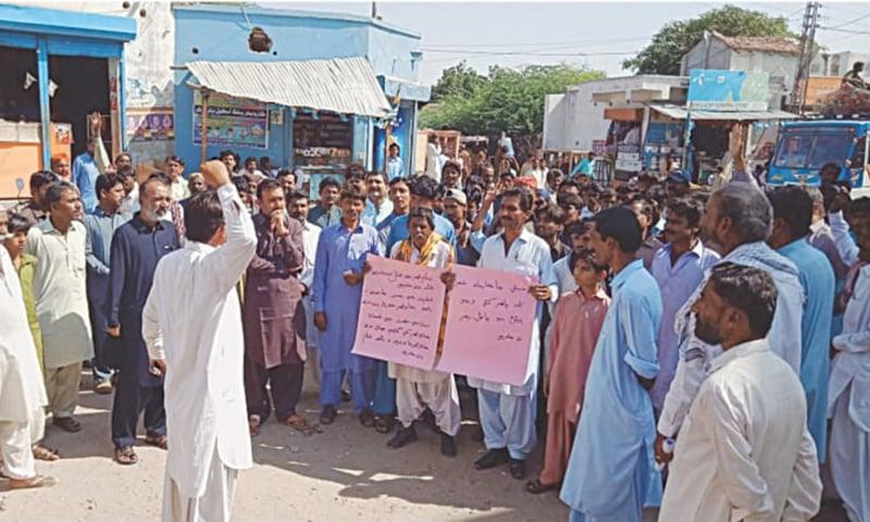 کارونجھر کی کٹائی کے خلاف احتجاجی مظاہرہ کیا جا رہا ہے—ڈان اخبار