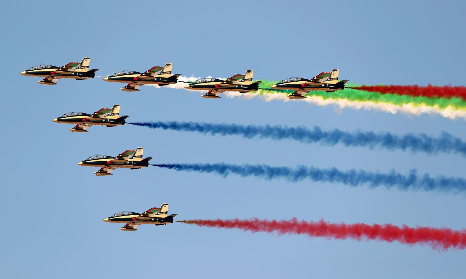 متحدہ عرب امارات کے ا'لفُرسان' طیارے اپنی صلاحیتوں کا لوہا منوا رہے ہیں — فوٹو: رائٹرز