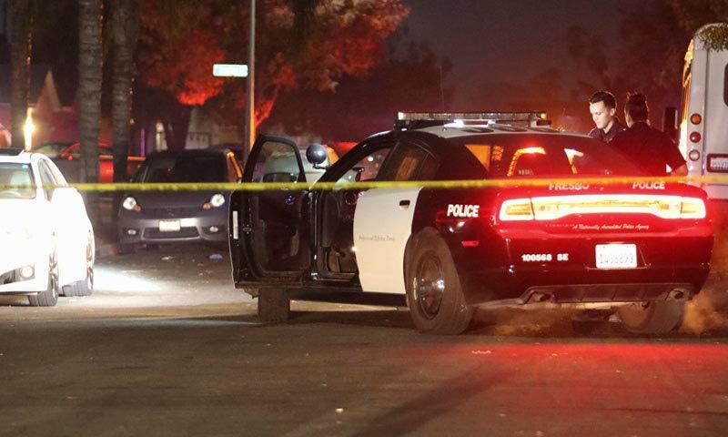 پولیس کے مطابق 10 افراد پر فائرنگ کی گئی جن میں سے 3 موقع پر ہی ہلاک ہوگئے — فوٹو: اے پی