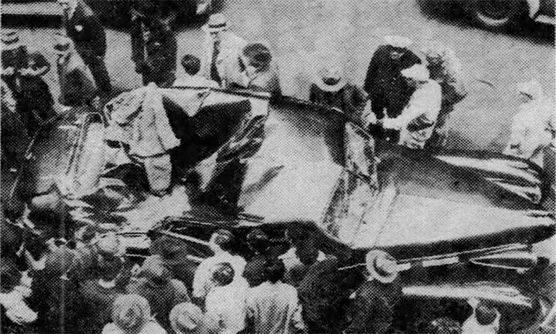 خاتون کے گرنے سے گاڑی بری طرح تباہ ہوئی — فوٹو بشکریہ Louisiana Daily World