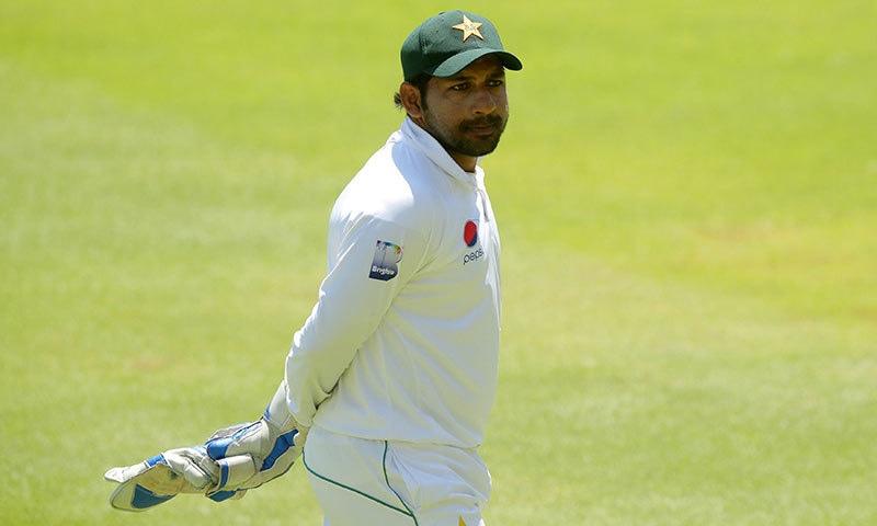 پاکستان کرکٹ بورڈ بورڈ نے سرفراز احمد کو تینوں فارمیٹ میں قیادت سے برطرف کردیا تھا— فائل فوٹو: اے ایف پی