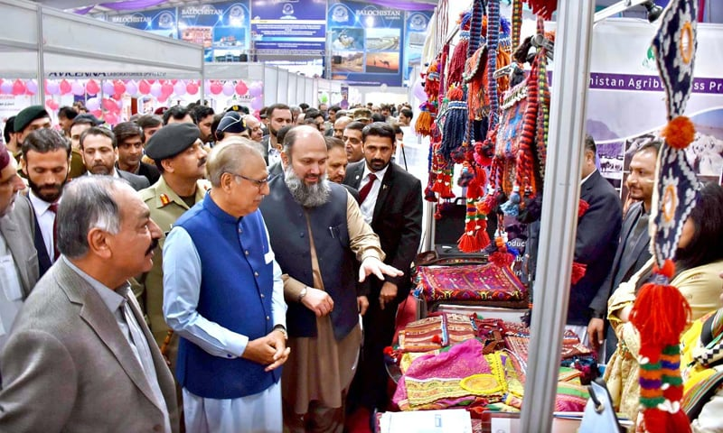 QUETTA: President Dr Arif Alvi, along with Balochistan Governor retired Justice Amanullah Khan Yasinzai and Chief Minister Jam Kamal Alyani, inspects stalls at the Balochistan Livestock Expo-2019 on Monday.—APP