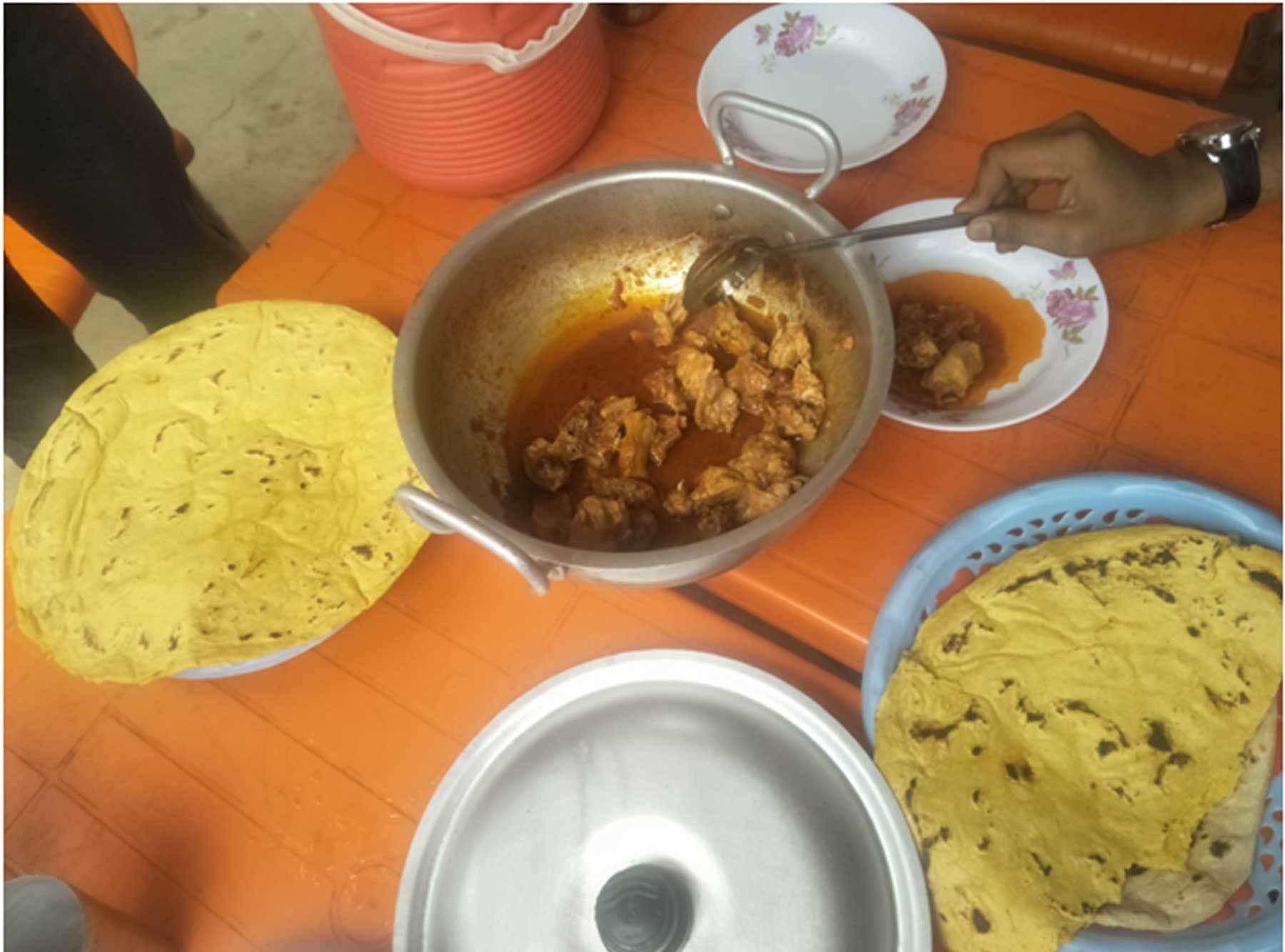 لالکو میں دوپہر کا کھانا— عظمت اکبر