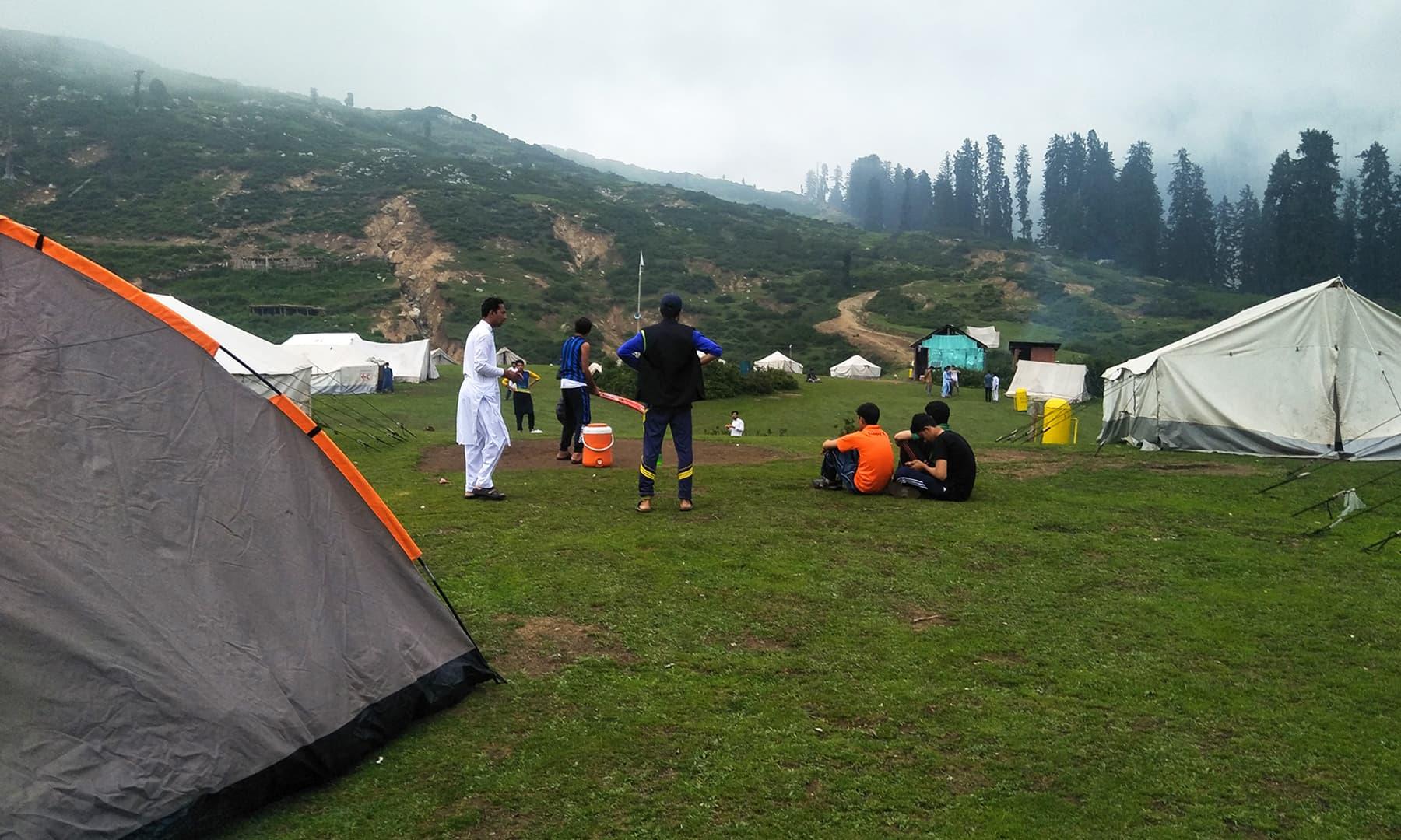 گبین جبہ میں کیمپنگ کی سہولت بھی دستیاب ہے— عظمت اکبر