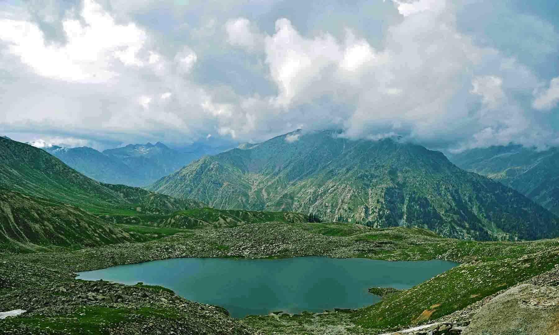 سطح سمندر سے 11 ہزار 500 فٹ بلندی پر واقع درال جھیل— امجد سیماب