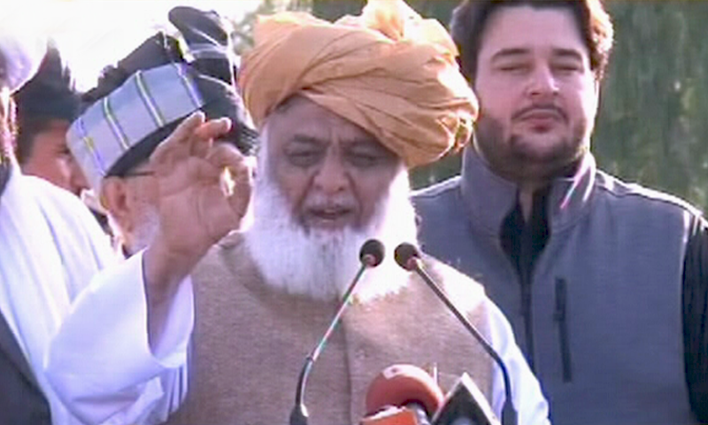 Jamiat Ulema-i-Islam-Fazl (JUI-F) chief Maulana Fazlur Rehman addressing participants of a sit-in on Tuesday in Bannu.— DawnNewsTV