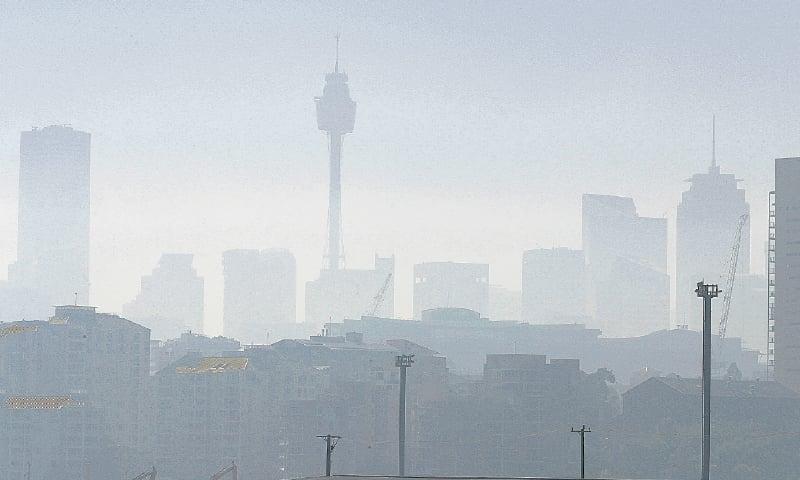Bushfire smoke blankets Sydney