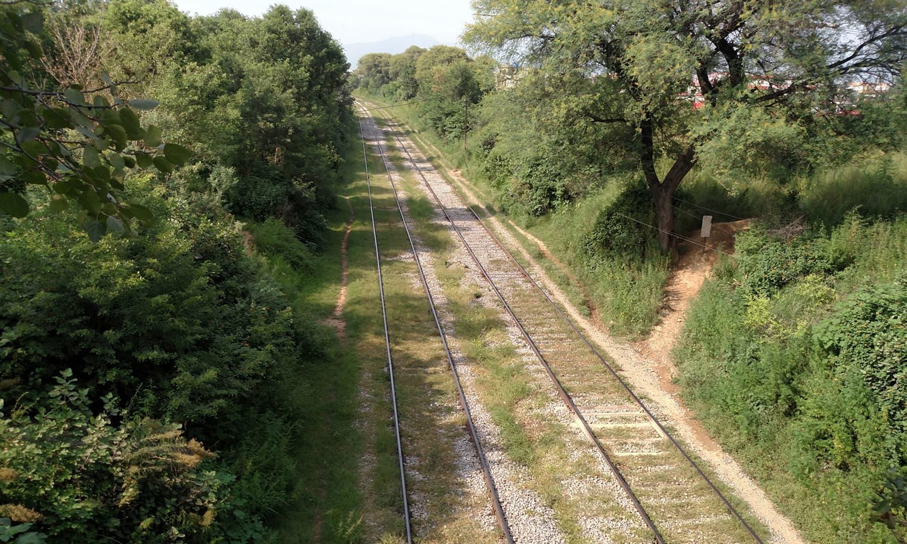 کراچی سے پشاور جانے والی قدیم مین ریلوے لائن