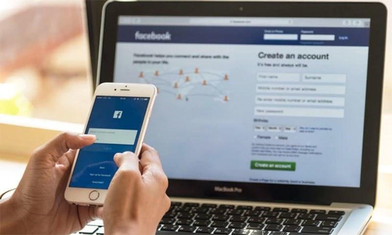 سوشل میڈیا پر زیرگردش خبروں کی تصدیق کے لیے اتھارٹی بنانے کی تجویز ہے—فائل/فوٹو:ڈان